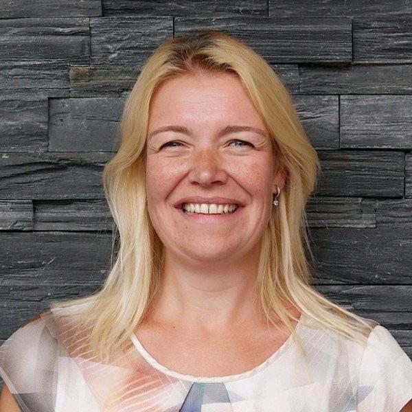 Suzanne Van Hinthum